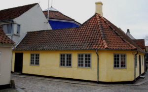 Det gul hus på hjørnet af Hans Jensens Stræde er idag en del af museet.