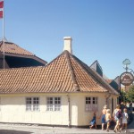 H.C. Andersens fødehjem 2014. Huset på Bangs Boder nr. 29 var stedet hvor H.C. Andersen blev født. Familien boede her da de ikke havde råd til deres eget sted. Fødehjemmet lå i det der blev betragtet som byens værste slum, og helt op til 20 personer boede i huset.