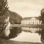 """Odense blev kendt som """"Det lille København"""" da Odense Slot i 1815 lagde bolig til prinsguvernør Christian Frederik, senere kendt under navnet Kong Christian VIII. Her legede H.C. Andersen med prins Frits, den senere Kong Frederik VII."""
