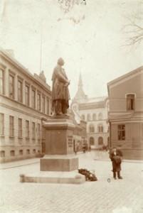 H.C. Andersen Statuen blev oprindelig opført ved Kongens Have.