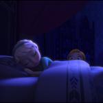 Prinsesse Anna vækker sin storesøster, Elsa, der kan fremtrylle is og sne. Anna vil gerne lave en snemand midt om natten. Prinsesserne er unge og legesyge, og lige strak bygger de en snemand, som kommer til at hedde Olaf. Olaf drømmer senere om varme  og sol. Han er kærlig, betænksom og naiv som et barn.